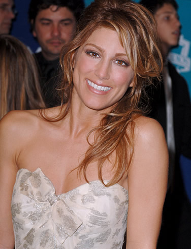 Watch this amazing video of jennifer Esposito and Giselle Bundchen in the ...
